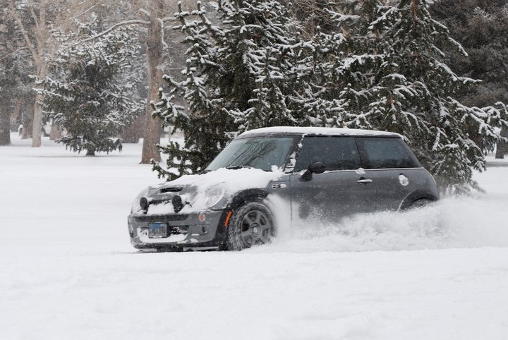 Importance of Snow Tires - Mini Mania Inc.